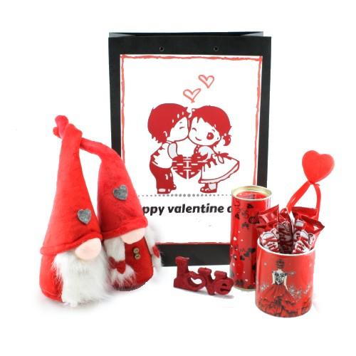 پک هدیه شیک قرمز رنگ دخترانه ولنتاینشامل یک جفت عروسک لی لی پوت به همراه ماگ و ..