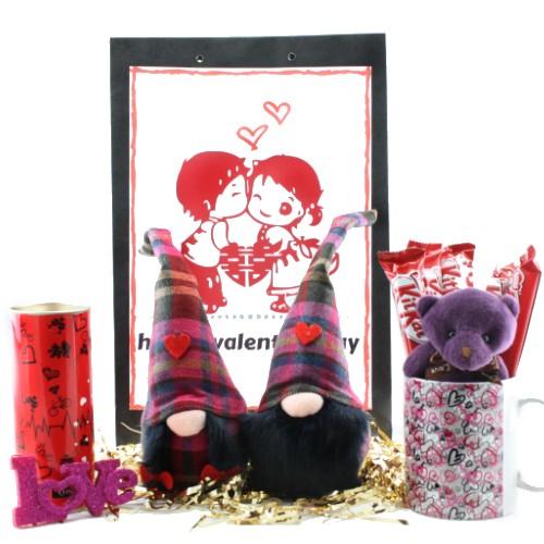 پک هدیه عاشقانه ولنتاین طرح Burberry با تم بنفش یک هدیه زیبا دوست داشتنی برای عاشقان قدیمی