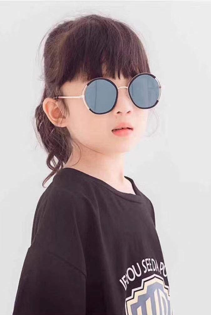 خرید اینترنتی عینک آفتابی دودی کودک و نوجوان دخترانه کد281 فریم گرد عدسی طلایی آیینه ای