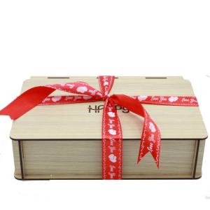 جعبه چوبی کوچک ربان قرمز