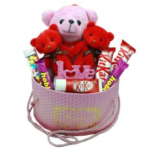هدیه ولنتاین دخترانه پک عاشقانه صورتی خرس + شکلات 11تکه