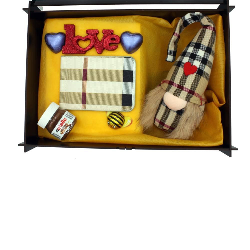 هدیه عاشقانه زنانه پک کیف پول burbery + عروسک 2تکه (2)